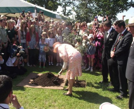 The queen planting a tree at the new forest show the new forest show heart hampshire