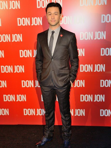 Joseph Gordon-Levitt in a suit at Don Jon premiere