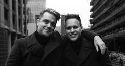 Olly Murs and Robbie Williams pose together