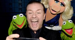 Ricky Gervais taking a selfie with the muppets