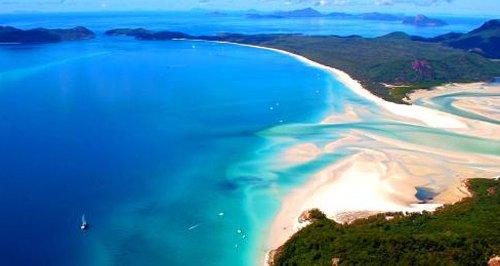 Whitehaven Beach in Whitsunday Island