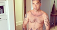Robbie Williams naked cake video